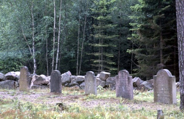 1987 - 07 - Aland Islands - Graves of Russian Jewish Soldier in the early 1800s when Finland passed from being a Swedish to a Russian colony