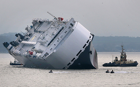 Höegh , Osaka, Japanese ship, registered in Singapore, run aground off the English coast on its way to Germany
